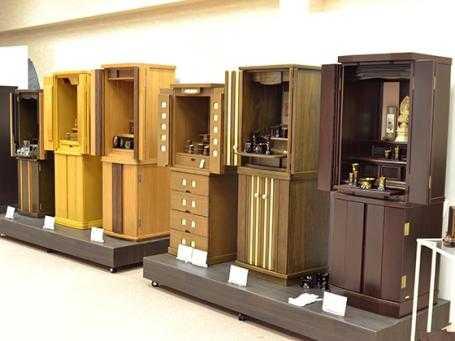 インテリア感覚で選べるモダンな家具調仏壇を豊富に取り扱っています