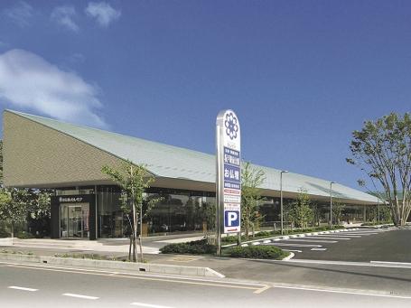 坂戸駅からすぐの駐車場が完備された店舗外観