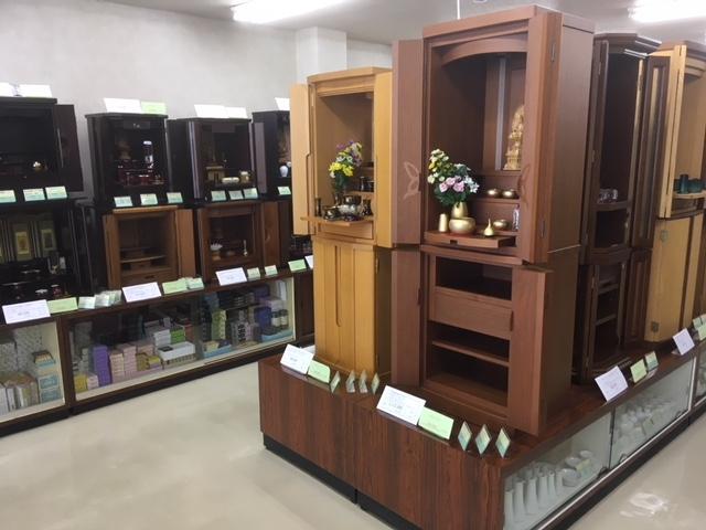 洋室にも合う家具調仏壇から伝統的な唐木仏壇まで多数ご用意