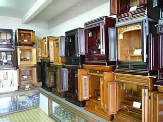 コンパクトな上置きタイプの家具調仏壇を多数ご用意しています