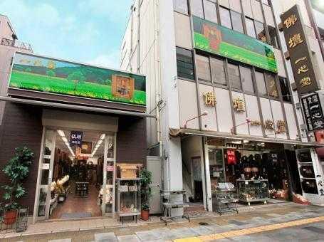 浅草仏壇通りの稲荷町駅真上に並ぶ二つの店舗