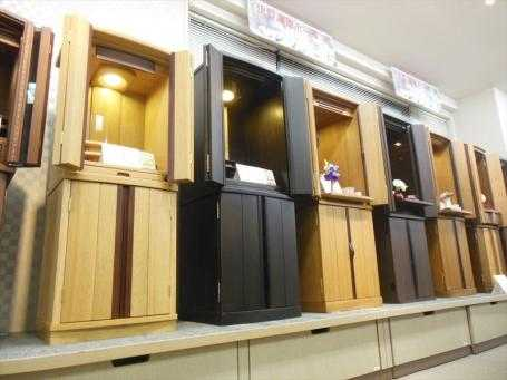 家具調仏壇は色・柄・サイズなど種類豊富に取り揃えています