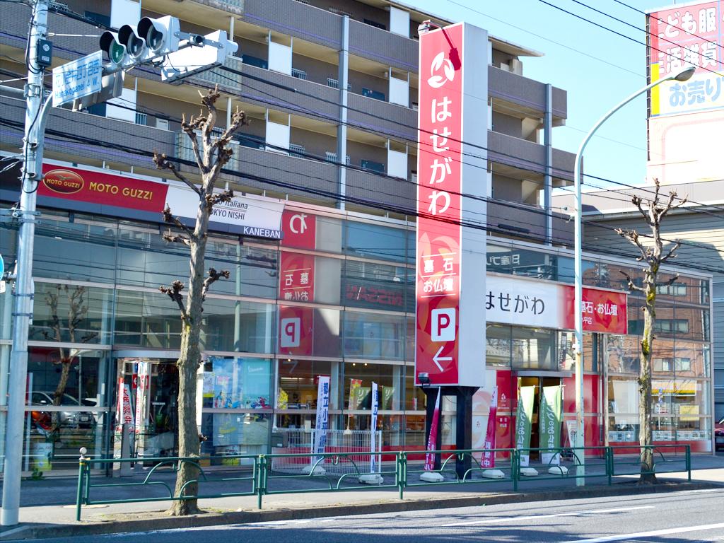 アクセスの良い新青梅街道に面した店舗は駐車場完備