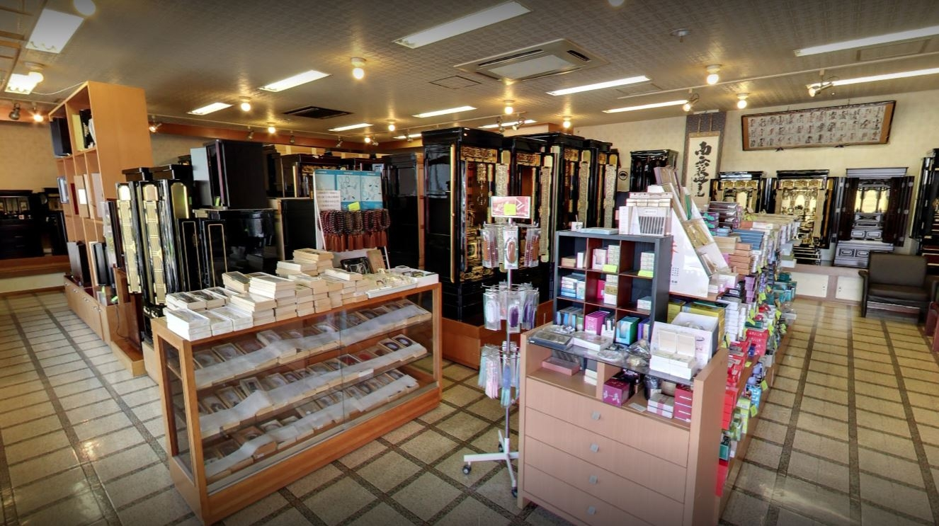 店内の品揃えは豊富!数珠などの仏事小物も多数取り揃えています