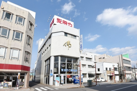 県岡崎市康生通東にある店舗外観