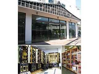 名鉄新清洲駅近くにある店舗外観と店内展示風景