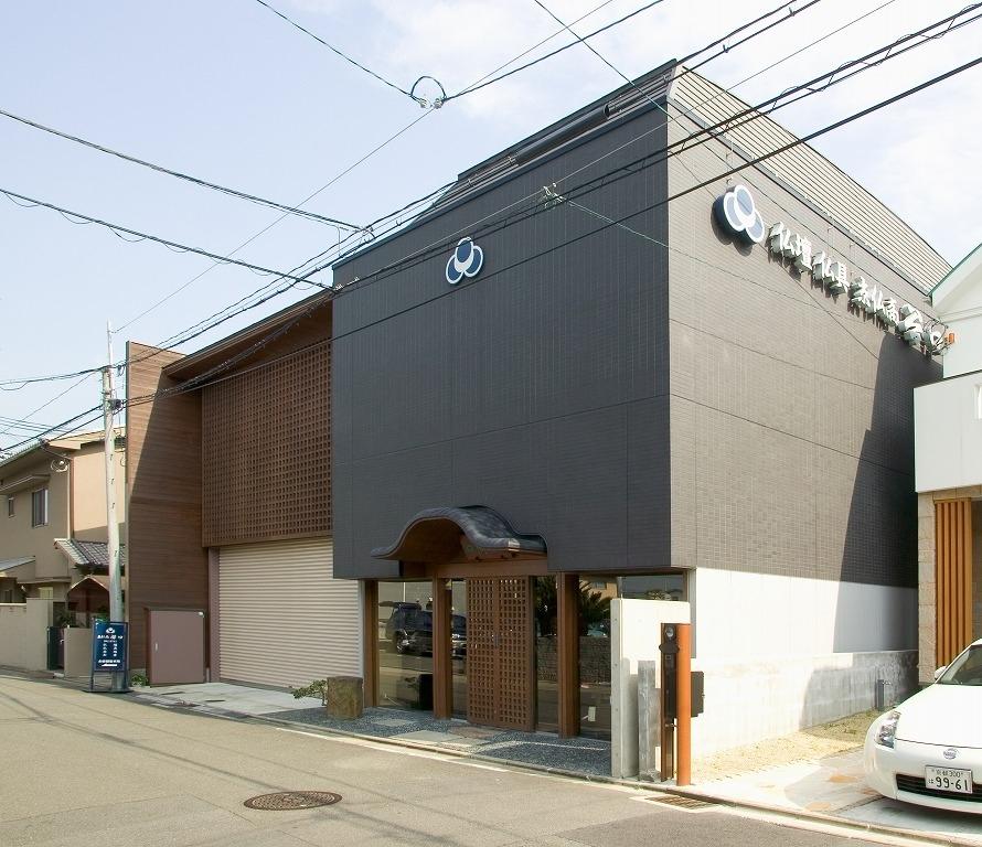 阪急電車桂駅から徒歩5分の店舗外観