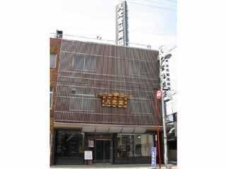 八尾市本町にある店舗外観