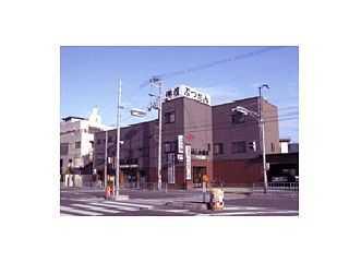 府道1097号線沿いにある駐車場が完備された店舗