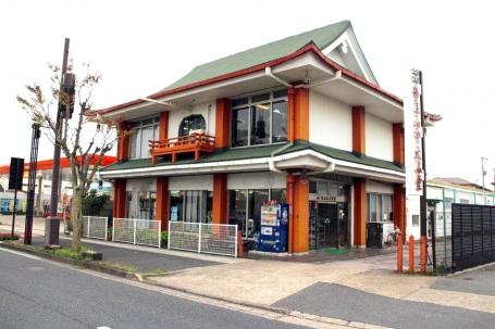 県道1号線・阪奈道路沿いにある店舗外観