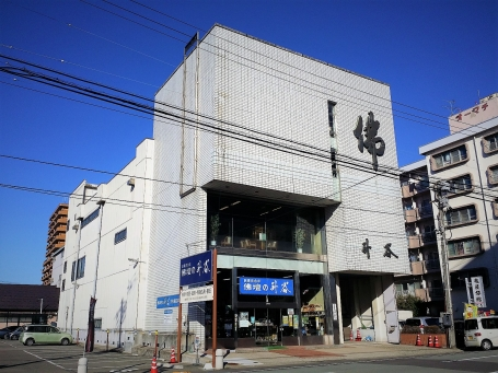 秋田市大町にある駐車場が完備された店舗