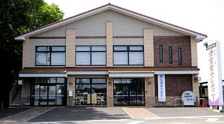 南埼玉郡宮代町にある駐車場を完備した店舗外観