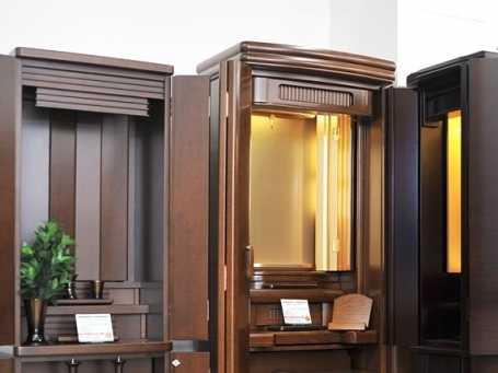 洋室やリビングに合う家具調仏壇・モダン仏壇を多数取り扱っています