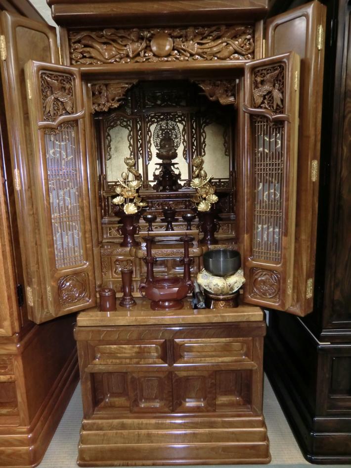 本桑 東京 高級仏具、仏像(白檀3.0寸)、両脇図、経机、座布団等付き
